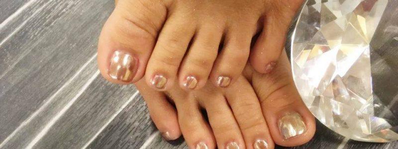 cosmetische-pedicure-met-gellak-french-manicure